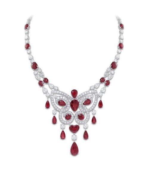 格拉夫/Graff Scroll蝴蝶形项链镶有椭圆形梨形心形红宝石及圆形梨形石。...