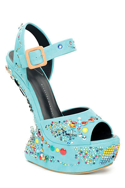 Lady Gaga附身!搞怪驴蹄鞋也能穿出甜美气质[1]- 时尚 ...